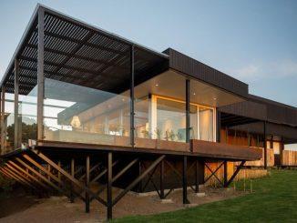 Maison contemporaine sur pilotis