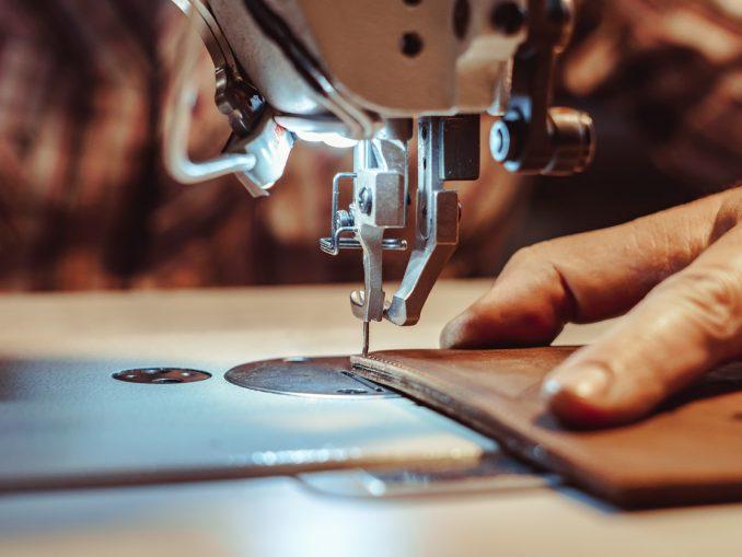 Couture du cuir avec une machine