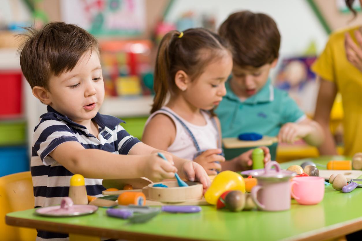 Des enfants jouant à la crèche