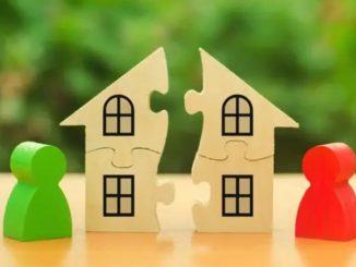 Maison séparée en deux et deux pions