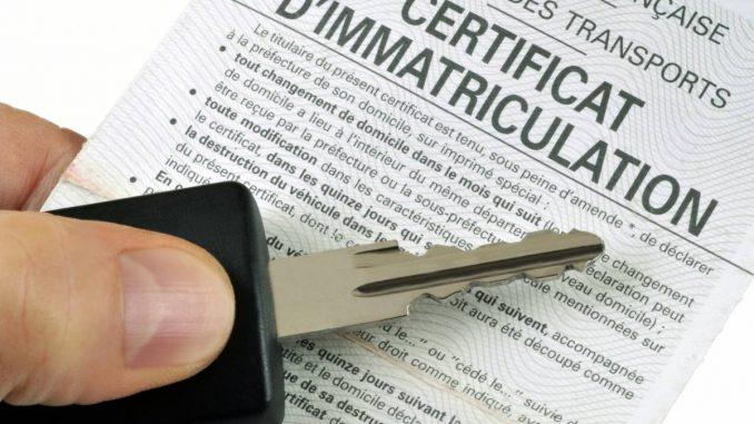 Une clé et un document