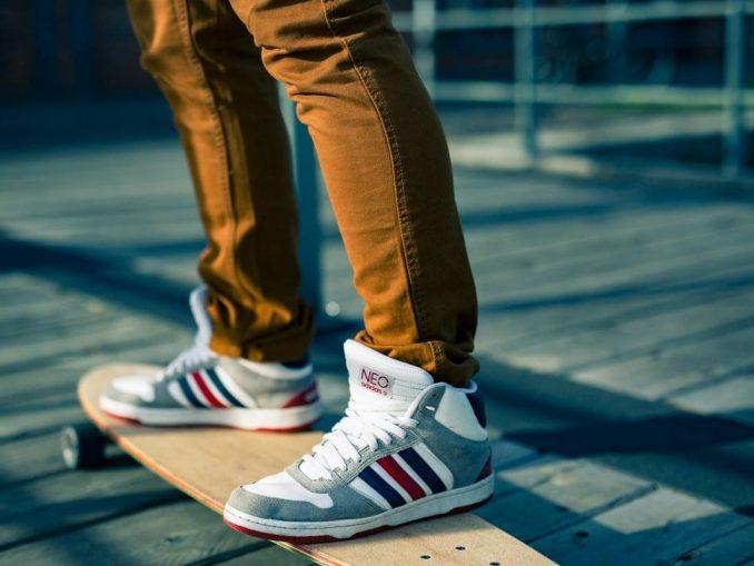Basket et skateboard